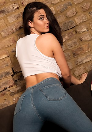 Big Ass T-Shirt Porn Pictures
